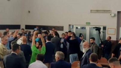 Pripadnici Zukorlićeve stranke nasilno upali u Skupštinu Novog Pazara