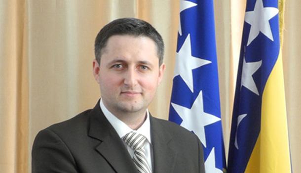 Vučić Vršiš obrazovnu agresiju na međunarodno priznatu državu!